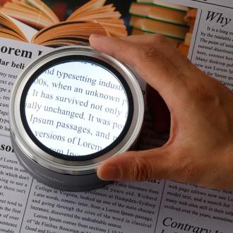 [충전식] 스몰리아 LED 휴대용 노안 돋보기 독서용 작업용 확대경